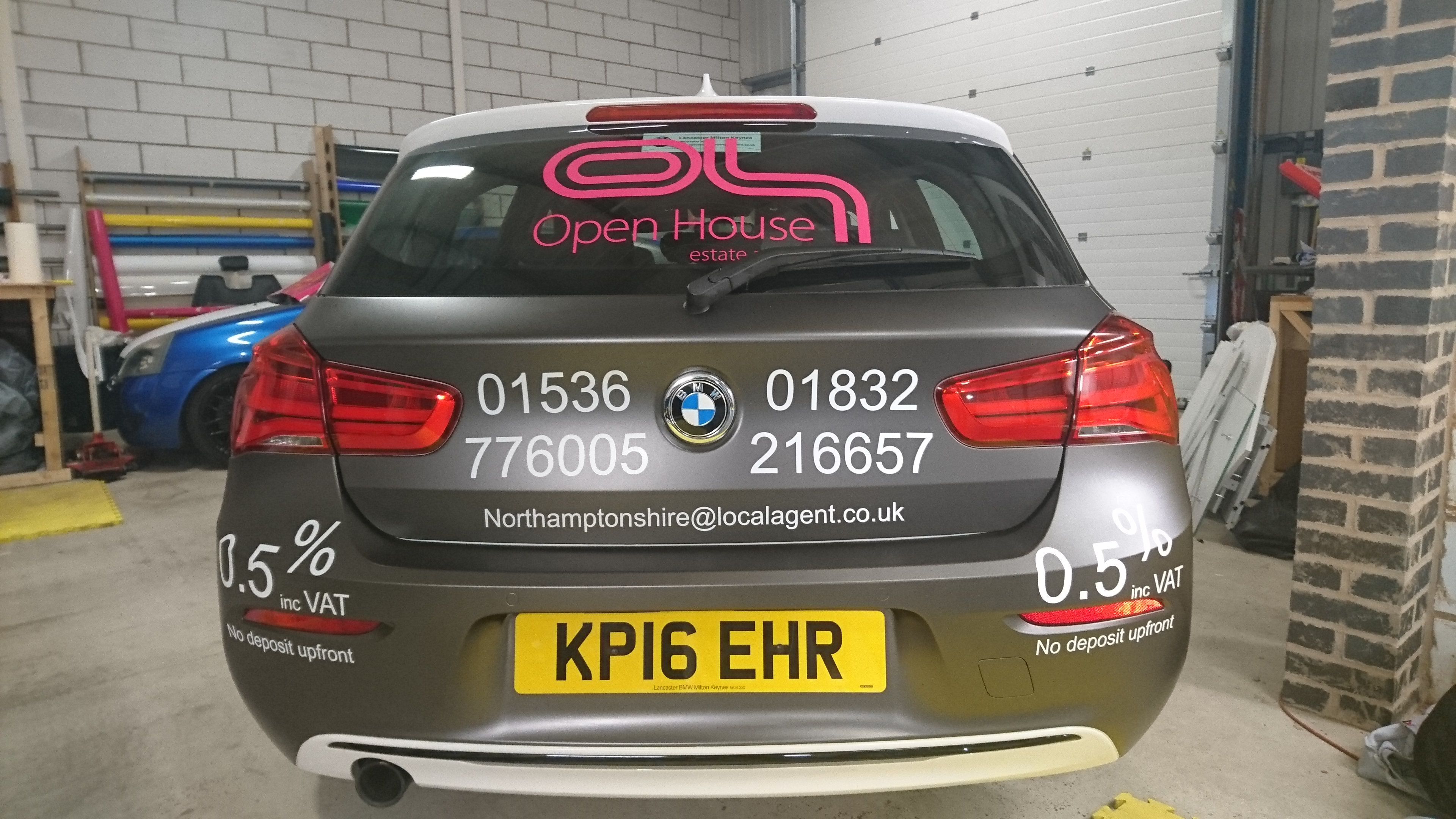 BMW, 1 series, be different, sign writing